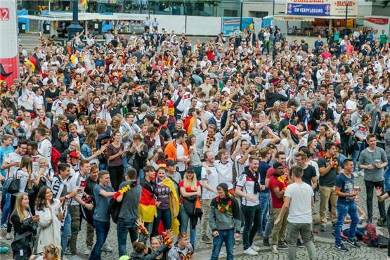 So Haben Die Fans Auf Dem Friedensplatz Den Deutschen Sieg Gefeiert