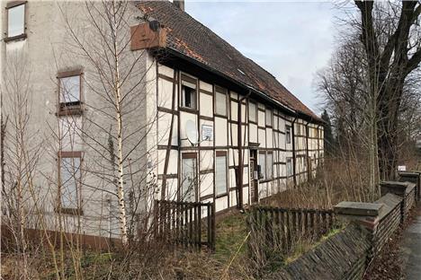 altes fachwerkhaus in derne vor erwachen aus dem dornr schenschlaf. Black Bedroom Furniture Sets. Home Design Ideas