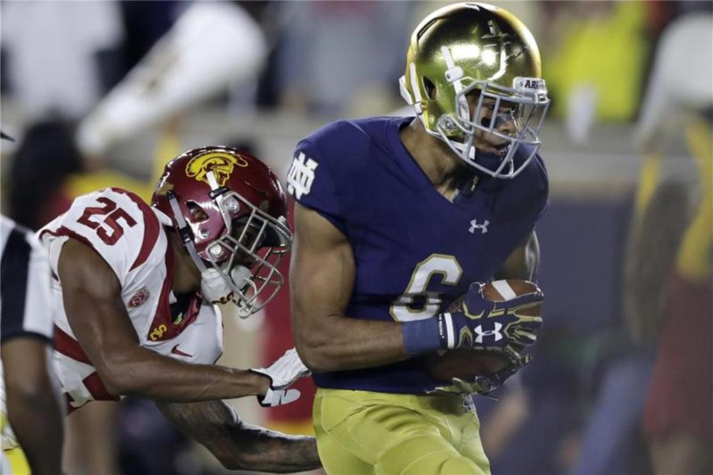 Bekommt eine Chance in der NFL: Equanimeous St. Brown (r). Foto: Carlos Osorio