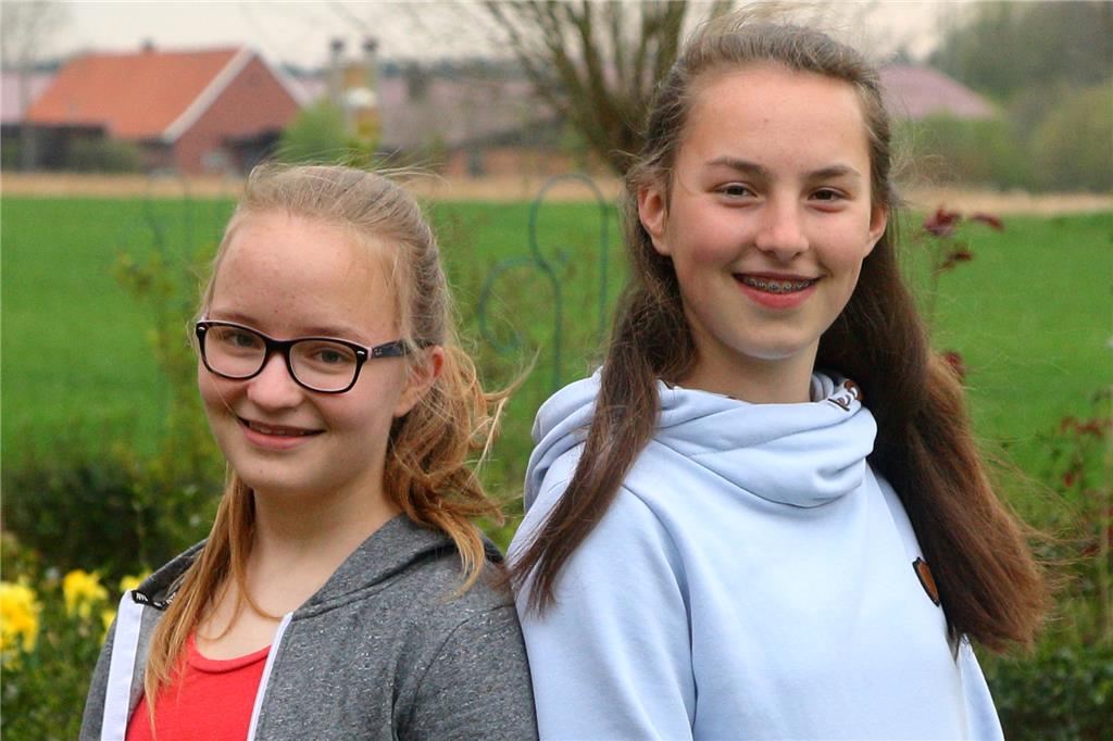 "Cilia Gesing (14) und Ina Elpers (14) holen den Protest ""Fridays for future"" nach Ahaus."
