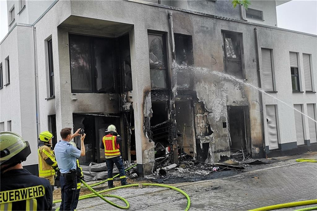 Brand Eines Müllcontainers Greift Auf Wohnhaus In Frohlinde über