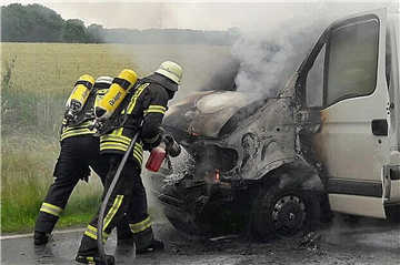 Kleintransporter geriet in Brand