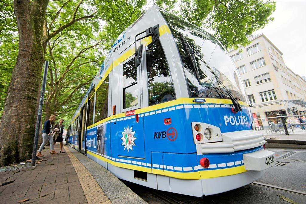Köln Straßenbahn Geschubst