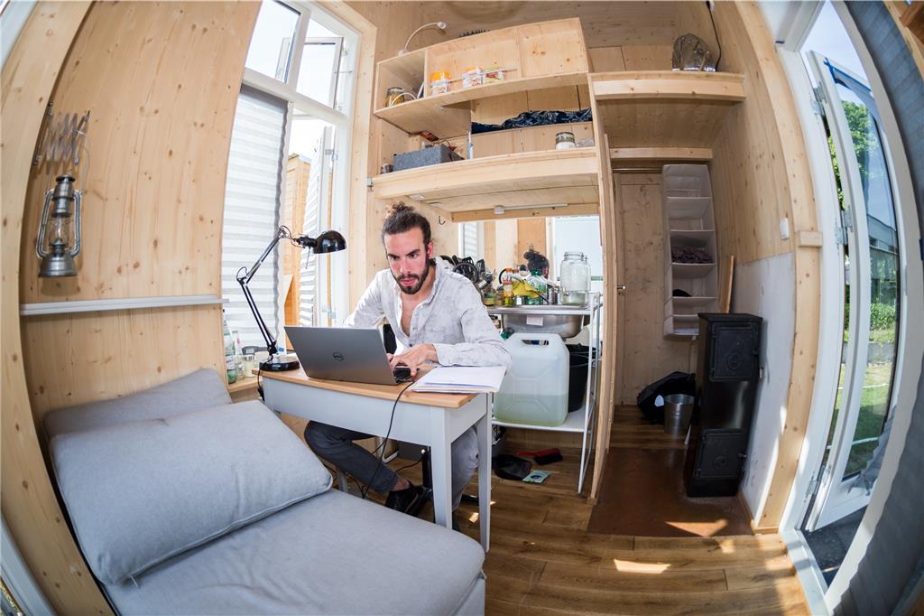wohnen im mini haus. Black Bedroom Furniture Sets. Home Design Ideas